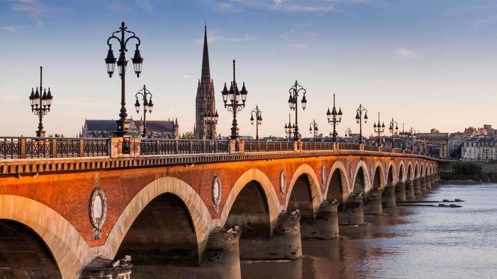 sm France flight ban Bordeaux