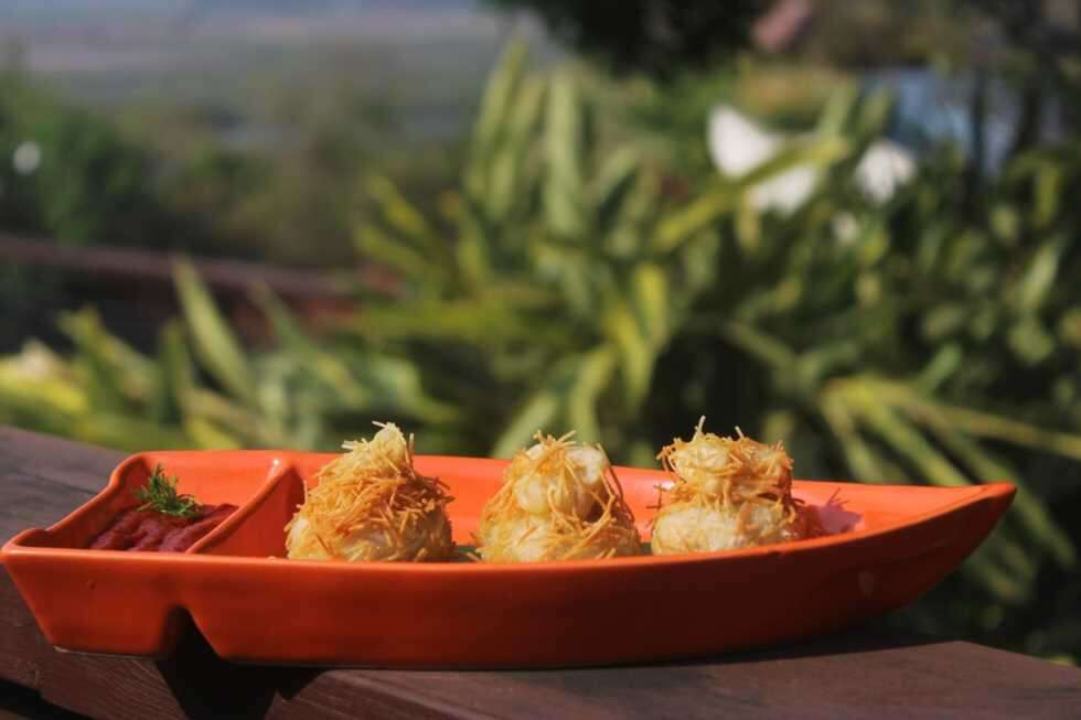 sm Goan food - mushroom and cheese rissois