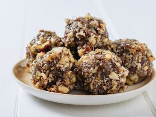 t Fruit and nut balls