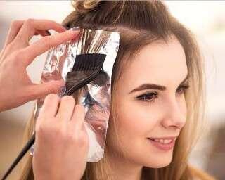 हेयर कलरिंग एक्स्पर्ट से बालों को कलर करवाना क्यों ज़रूरी है?