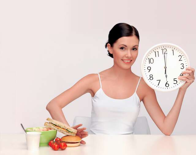 woman food timing