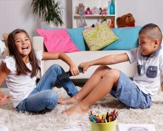 बच्चों के बीच झगड़ों को रोकने के तरीक़े