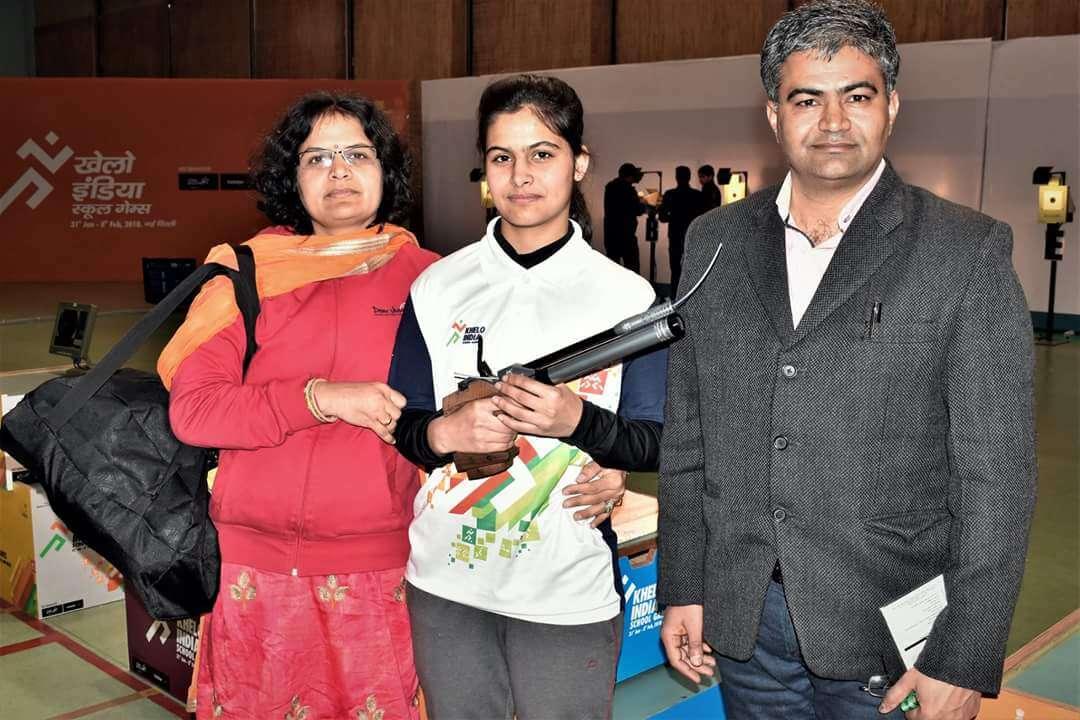 Manu Bhaker with parents