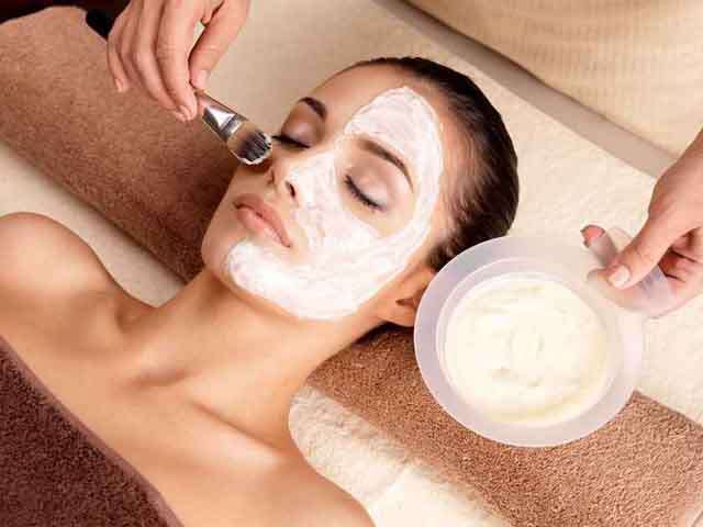 4 face masks prepared with essential oil