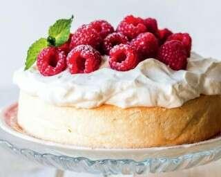 रस्बेरी ऐंजल केक