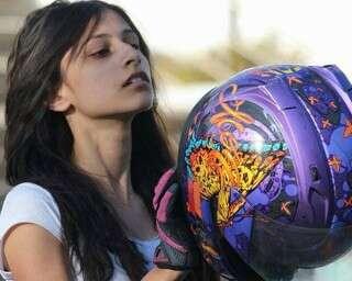 मिलें भारत की सबसे कम उम्र की महिला स्टंट बाइकर अनम हाशिम से