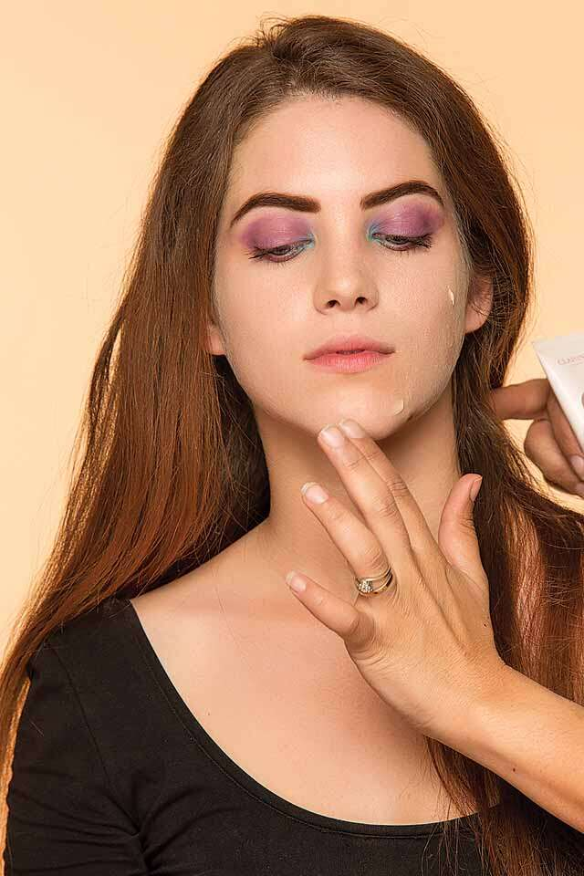 Do light eye makeup and get refreshing look