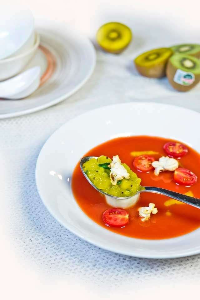 Chilled soup with popcorn