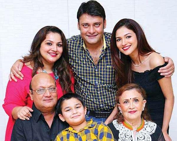 तस्वीरों में परिवार की बातें 4: मिलें रिद्धिमा पंडित के परिवार से - TV  Actress Ridhima Pandit on family and relationship with fa | फेमिना हिन्दी