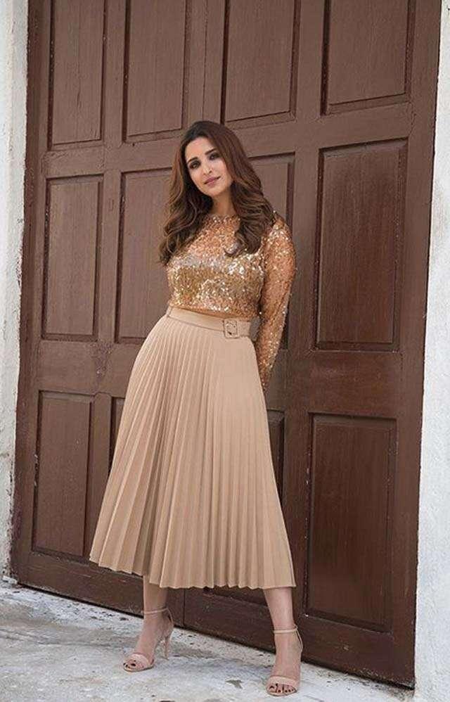 Go with basic look like Parineeti Chopra