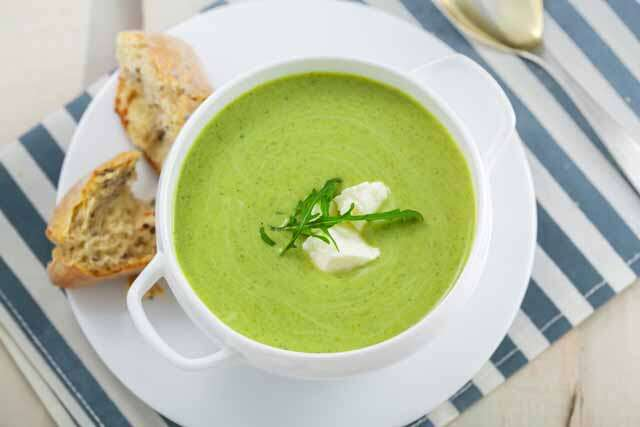 Broccoli, onion and cream soup