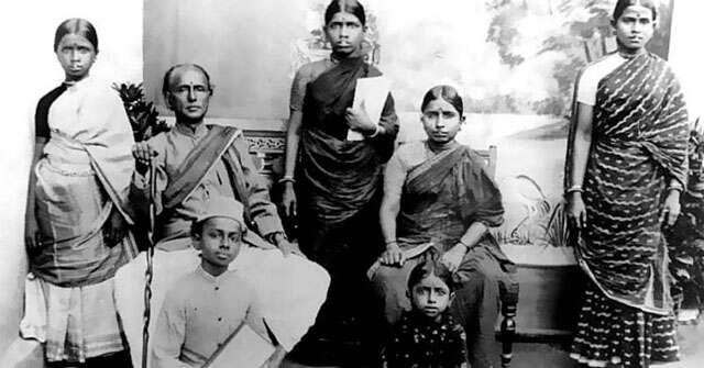 Who is the Dr Muthulakshmi Reddy? whose birthday Google has remembered in this style