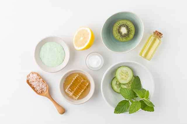DIY Scrub and face pack with Mint leaves