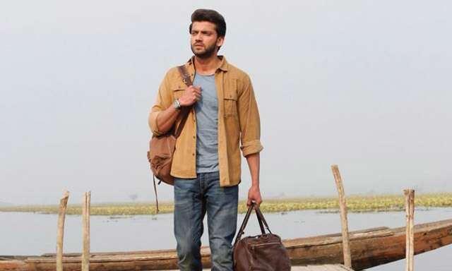 Review of zaheer Iqbal and pranutan bahl's film notebook