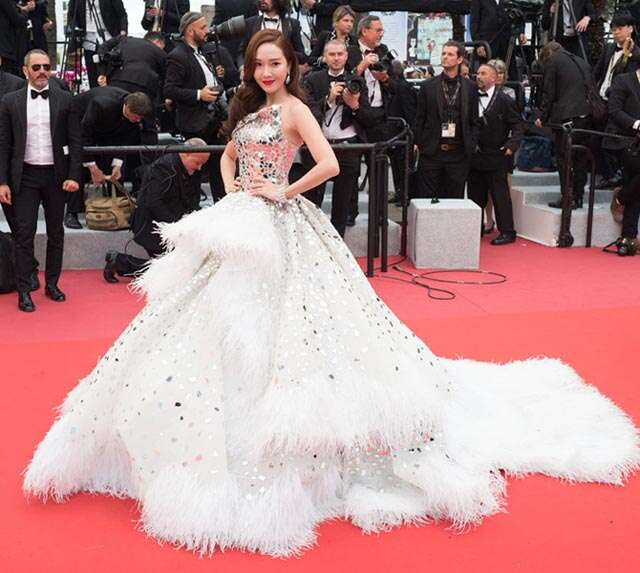 white magic on Cannes Red carpet 2019