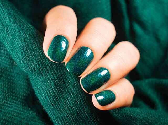 Glittery, shiny nail art tips