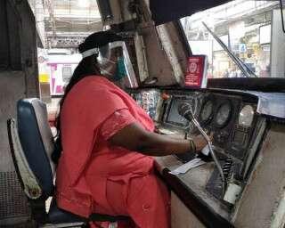 कौन हैं सेंट्रल रेलवे की मोटरवुमन मनीषा मह्स्के घोरपड़े, जिनती तारीफ़ हो रही है