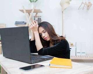 वर्क फ्रॉम होम से बिगड़ रहा हो नींद का सिस्टम तो उसे यूं दुरुस्त करें
