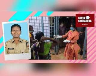 आंध्र प्रदेश की यह पुलिसकर्मी हर रात मज़दूरों के लिए खाना बनाती है!