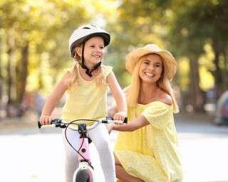 कैसे सिखाएं बच्चों को साइकिल चलाना?