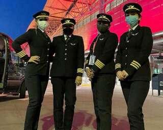 एयर इंडिया की चार महिला पायलट्स ने सबसे लंबे एयर रूट पर उड़ान भर कर इतिहास रच दिया