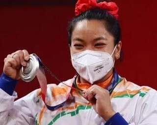 मीराबाई चानू: लकड़ी के गट्ठर उठाते-उठाते यूं बनीं ओलंपिक चैम्पियन वेटलिफ़्टर