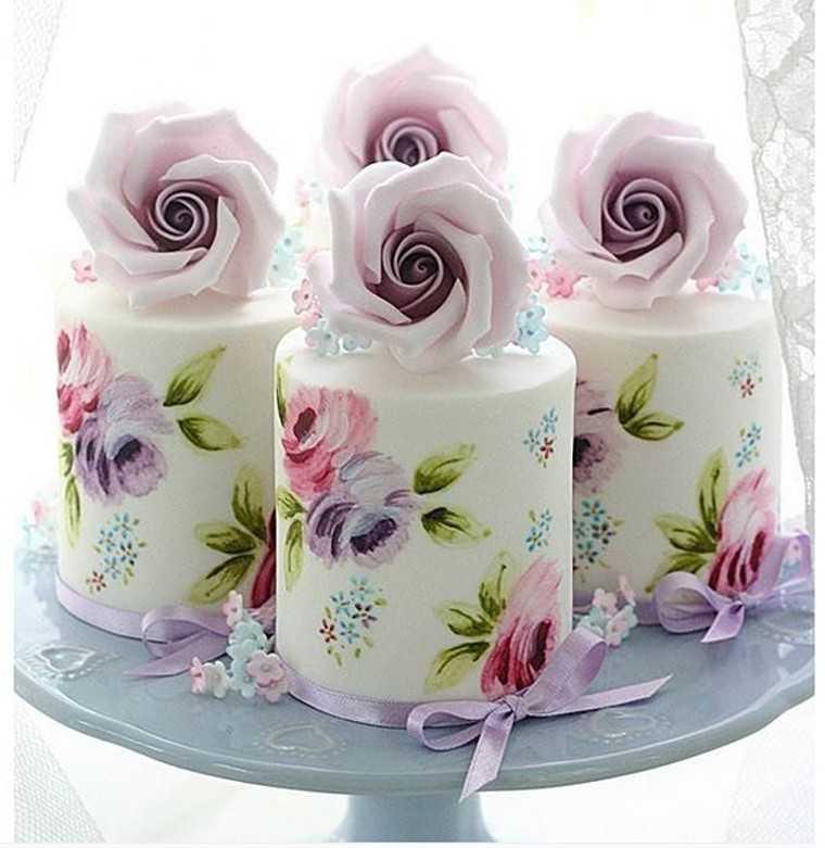 The mini wedding cake