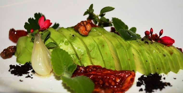 Avocado and sundried tomato salad