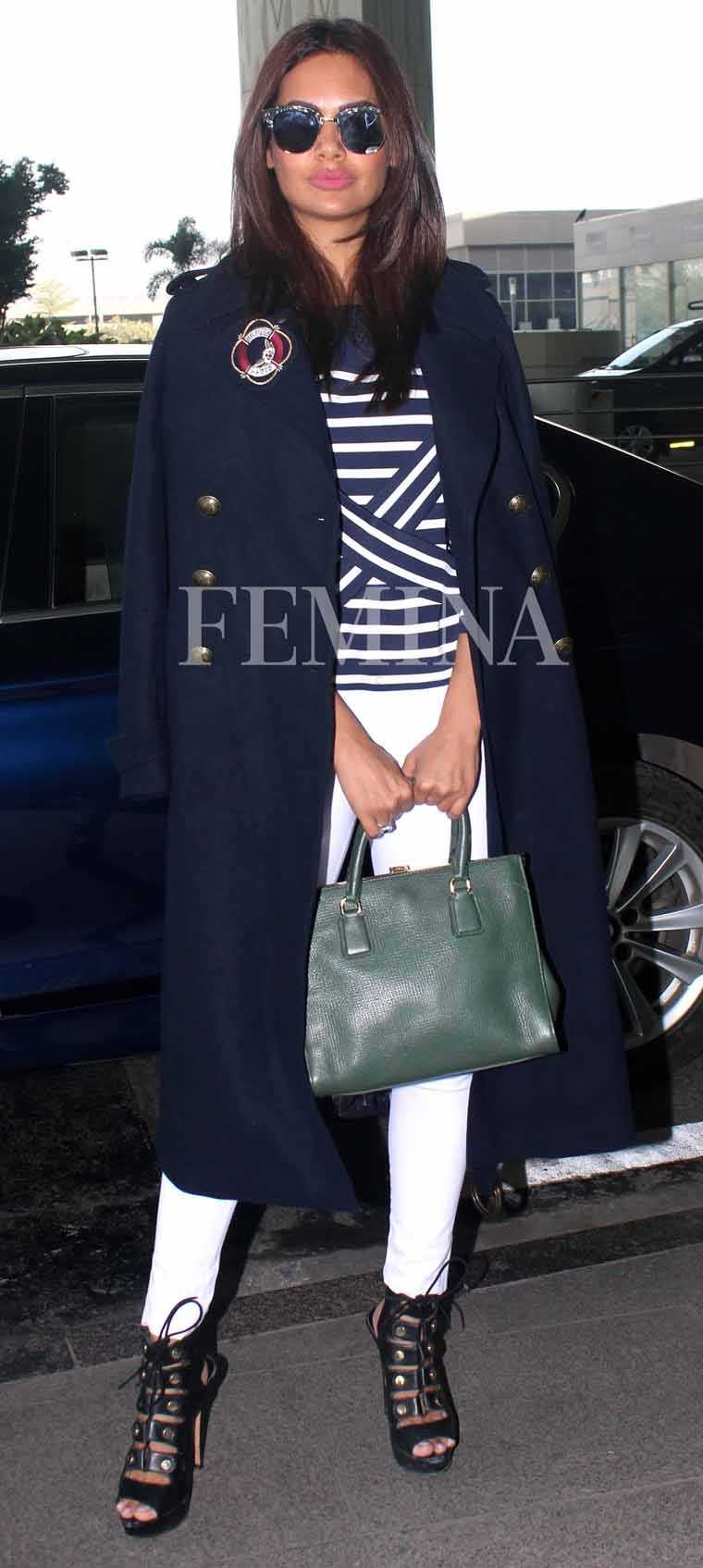 esha-gupta-airport-look