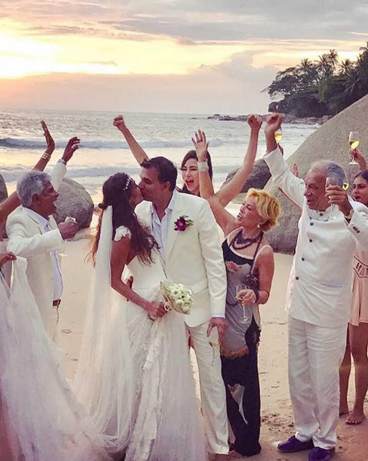 lisa haydon beach wedding