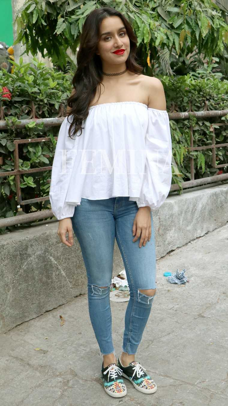 SHRADDHA KAPOOR Shraddha demonstrates an easy-peasy way to style the neckpiece – with your favourite white top, skinny denims, sneakers and a red lip.