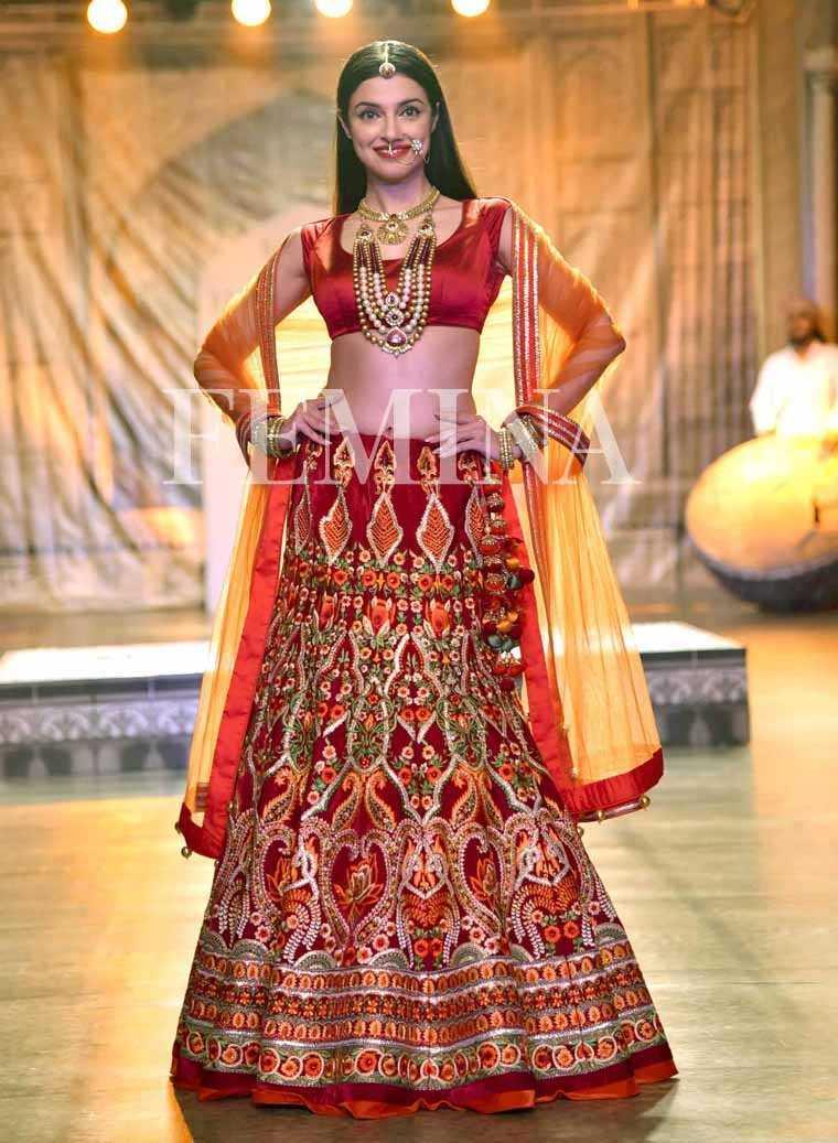 Divya Khosla Kumar @ Reynu Taandon:  Divya Khosla Kumar closed Reynu Taandon's show in a bridal ensemble.