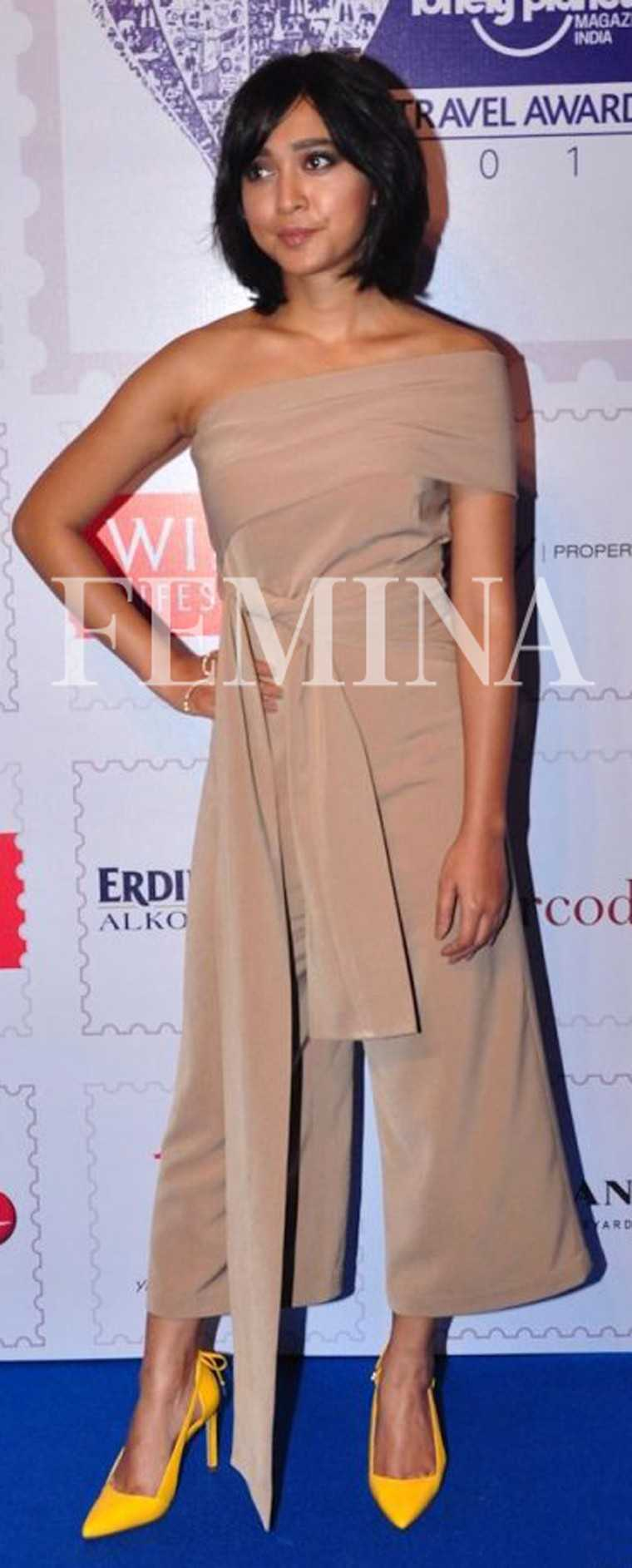 Sayani Gupta – Sayani's beige outfit teamed with bright yellow pumps made for a classy choice. The nude lips complemented the look.