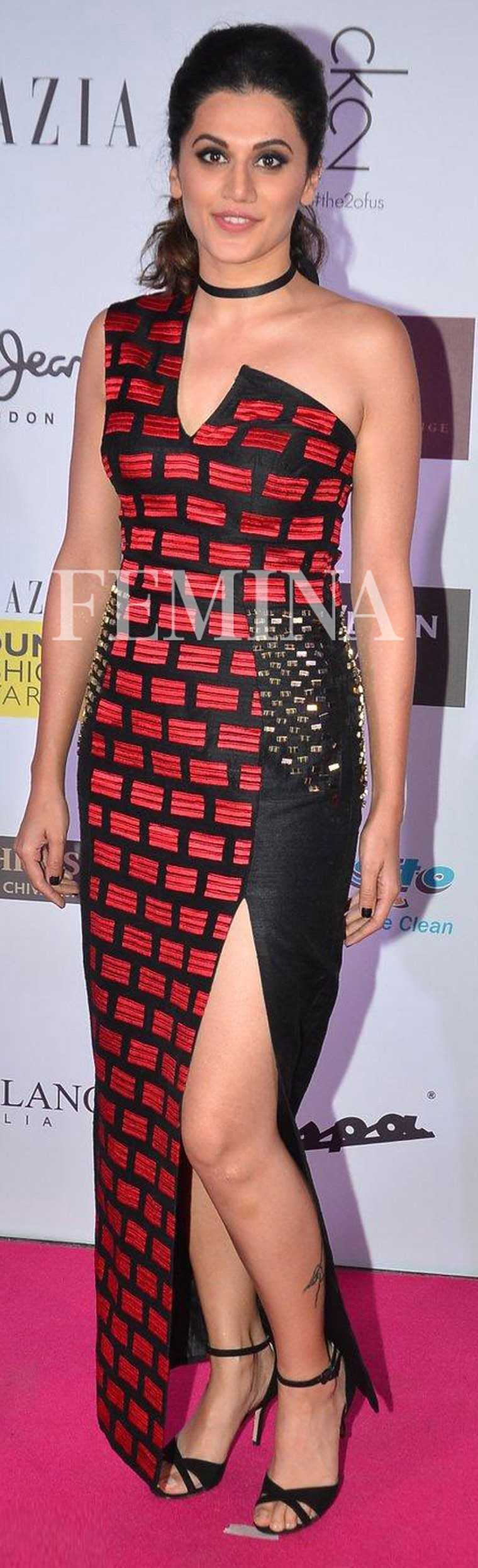 TAAPSEE PANNU Taapsee's edgy Uravashi Joneja sheath gown needed an equally cool accessory to complete the look—her skinny leather choker. A high-ponytail kept the hair away from her face and ensured all the attention was on the brick-patterned bodice.