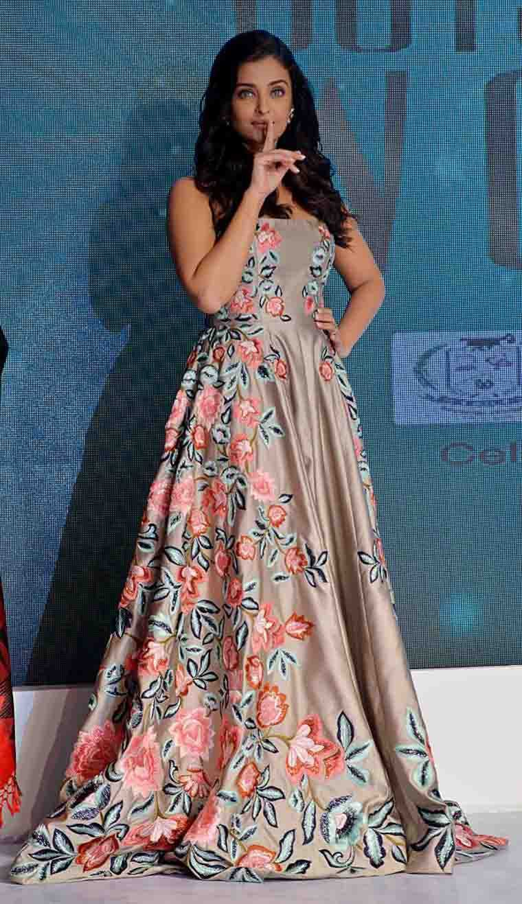 Aishwarya Rai Bachchan stole the show in a strapless, embroidered gown from Manish Malhotra's autumn/winter 2016 collection.