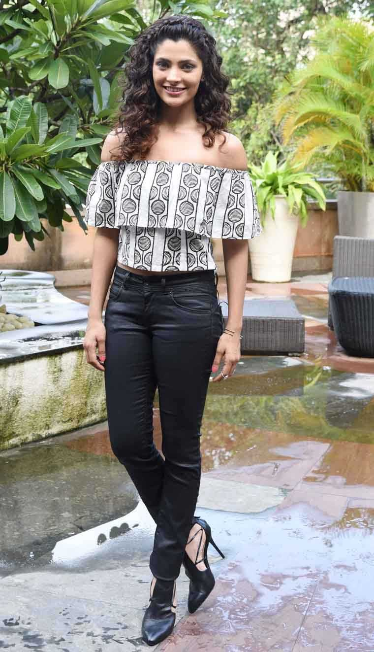 The gorgeous debutante paired her leather-look denims from Pepe Jeans with a printed off-shoulder blouse from indie label Jodi. We love the addition of those vixen pumps.