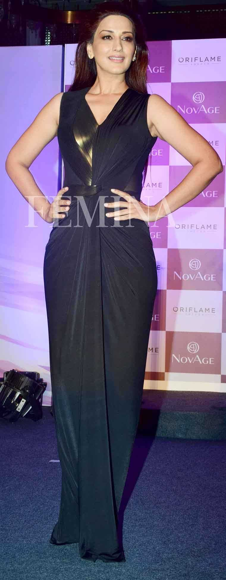 Sonali Bendre just knows how to work a statement gown. She kept the rest of the look simple so that the focus stays on her draped Amit Aggarwal number.