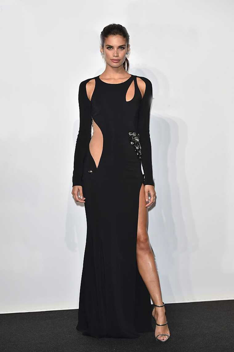 Model Sara Sampaio turned up the heat in a Philip Plein cutout gown with a thigh-high slit.