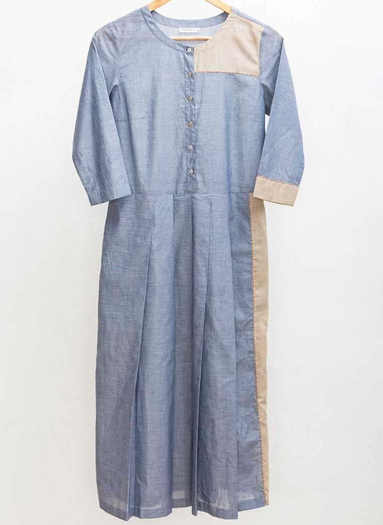 Chambray dress, Rs 5,400, Doodlage @ Nete.in