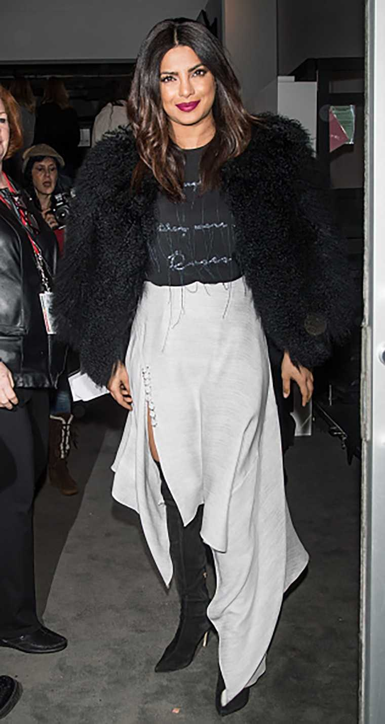 Asymetrical skirt Priyanka Chopra