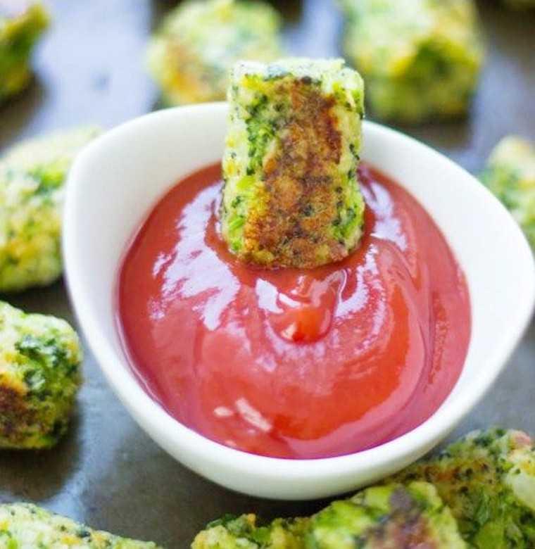 Low-carb broccoli tots: