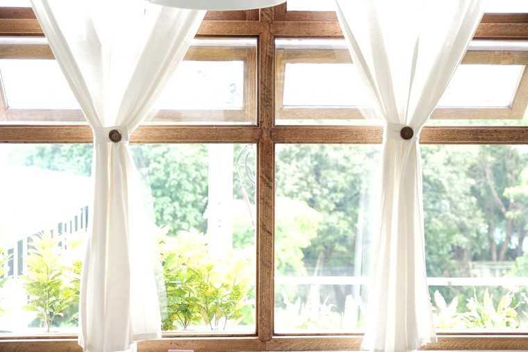 Curtain charm