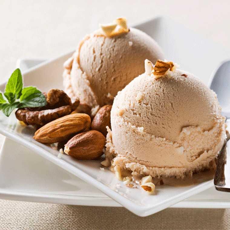 Roasted almonds ice cream
