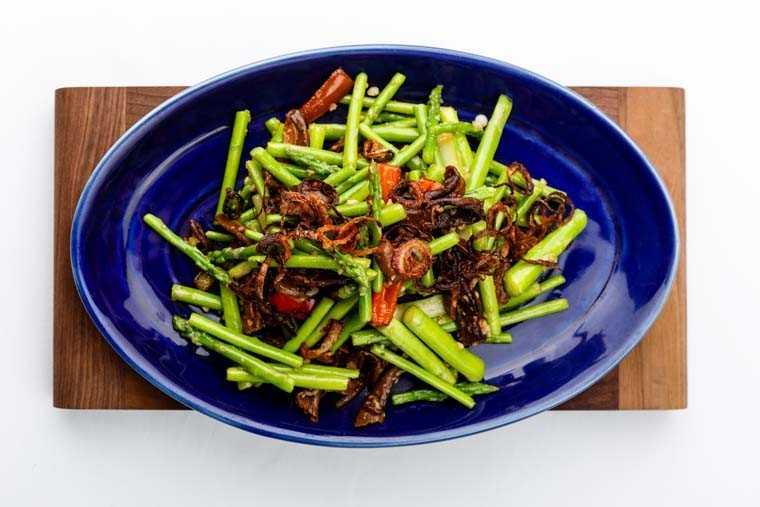 Wok-tossed asparagus and porcini in mild garlic sauce