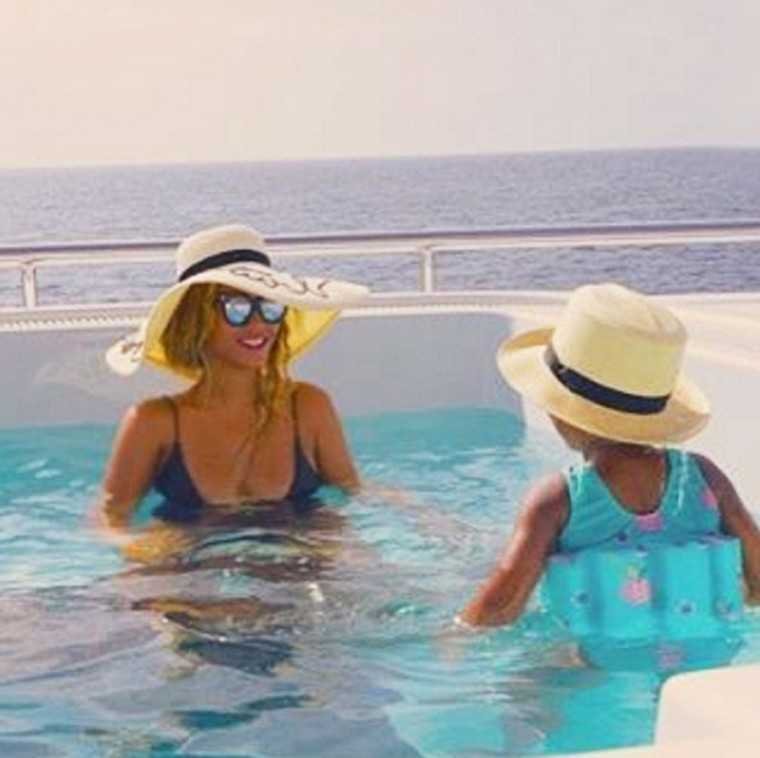 beyonce-blue-pool