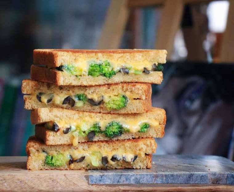 mushroom and broccoli grilled sandwich
