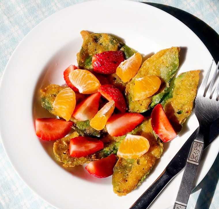 spinach strawberry salata