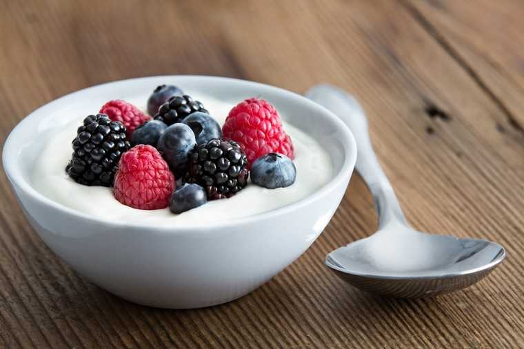 Yogurt and berries: