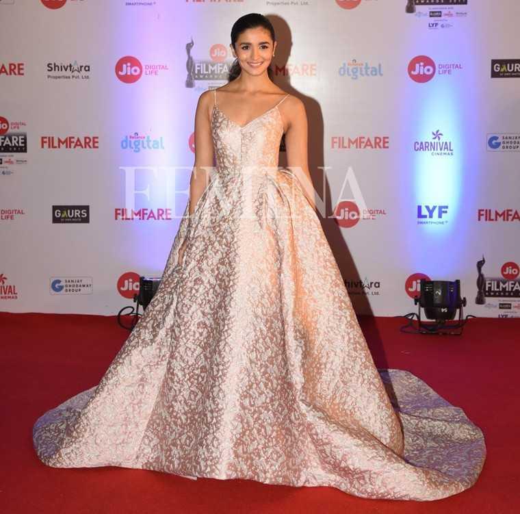 Alia-Bhatt-Jio-Filmfare-Awards-2017
