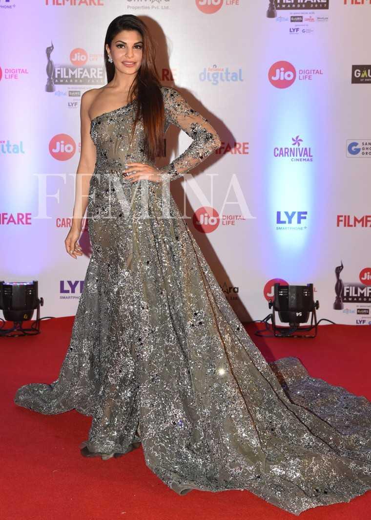 Jacqueline-Fernandez-Jio-Filmfare-Awards-2017